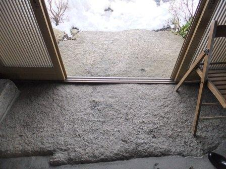玄関の床には安田の一枚石!!