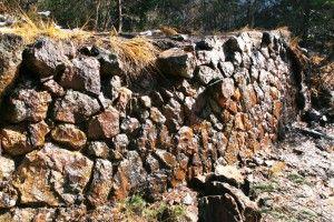 草倉銅山本山にあった建造物の礎石