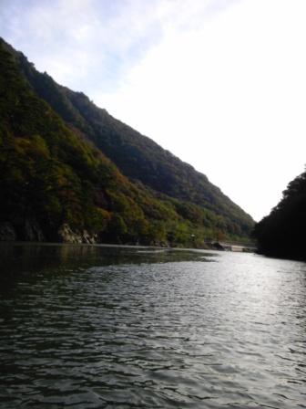 2011年10月21日の阿賀町鹿瀬地区(舟上)から撮影した阿賀野川♪
