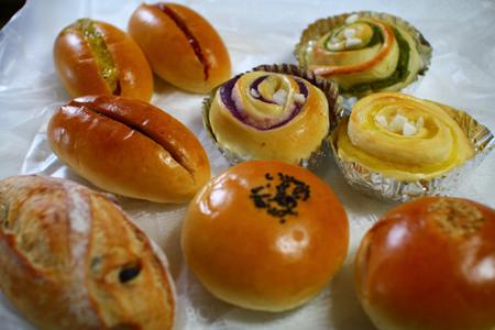 出湯温泉パン工房のパン大集合