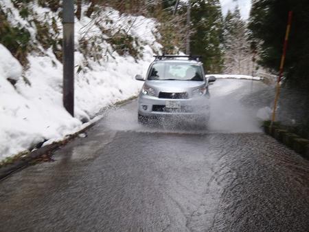 三川温泉スキー場・車体下部洗車