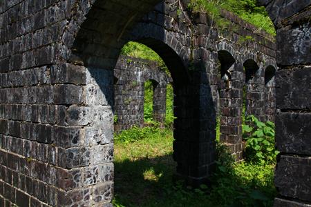 12.持倉銅山踏査(2014年5月)銅山事務所跡3