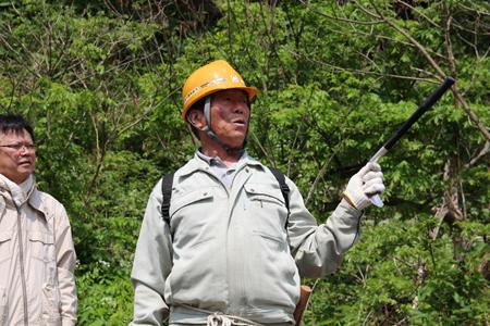 2.持倉銅山踏査(2014年5月)ガイド立川小三郎さん